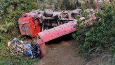 广西大货车与面包车相撞致8死1伤 4名死者为儿童