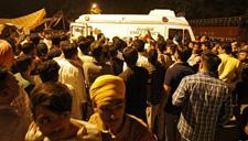 印度火车夜间冲撞人群