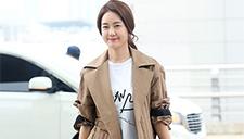 李枖原金雅中现身机场 微笑招手展魅力