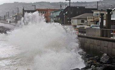 美国加州遭遇风暴袭击至少5人死亡