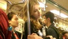 外国金发正妹台北地铁走红 海量私照曝光