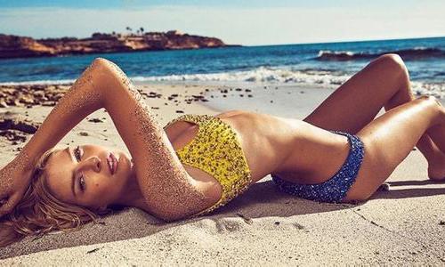 海滩俏佳人 性感美女妖冶比基尼性感登杂志