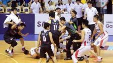 中韩男篮友谊赛发生火爆群殴 比赛被迫提前终止