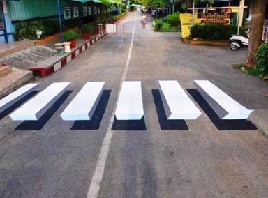 太逼真!泰国推出3D斑马线