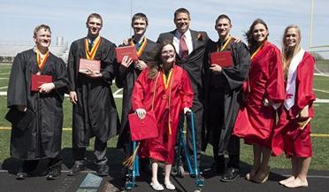 世界首例七胞胎高中毕业