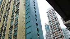 """上海一居民区惊现""""楼晃晃""""持续一年无人管理"""