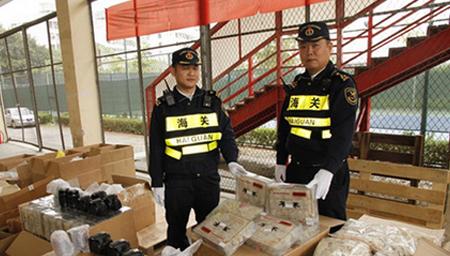 货车藏300万元燕窝单反 皇岗过关被截