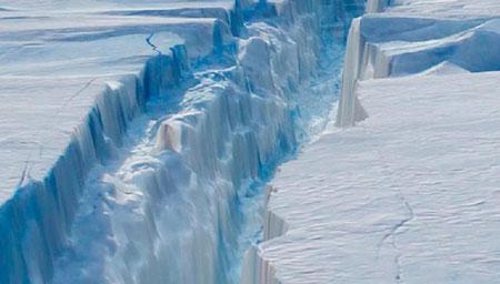 南极现冰架大裂缝!英国不得不暂时关停一科考站