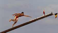 马耳他人挑战传统爬油杆