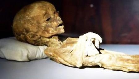 秘鲁发现1700年前尸体