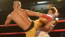 武僧一龙5次击倒欧洲冠军 把对手打出擂台