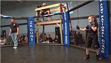 6岁小女孩进军MMA 摔打结合有模有样