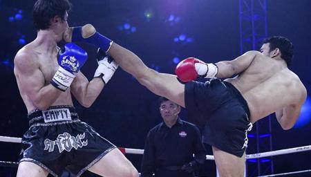 世界级冠军被中国小伙1回合三次击倒踢飞2次KO
