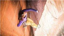 绝壁上的勇士!瑞士女教师徒手攀爬305米悬崖