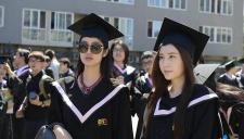 北电本科毕业典礼举行 众多美女学生齐入镜