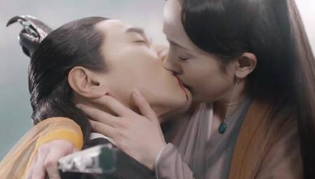 赵又廷透露跟高圆圆、杨幂接吻时的口感!杨幂尴尬了!