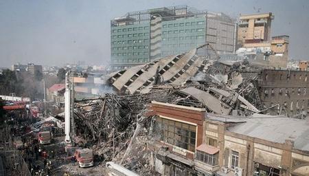 伊朗首都德黑兰一栋17层建筑倒塌 至少30人遇难