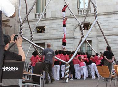 """西班牙年度庆典""""人塔""""坍塌致多人受伤"""