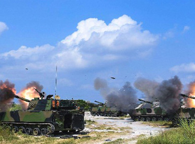 实拍76集团军在青藏高原上实弹演练