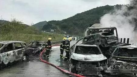 清连高速车祸后续:肇事车超载近一倍 刹车失效
