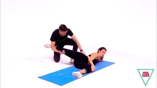 适合2人一起做的瑜伽,学会5组动作,在他帮助下缓解全身疼痛紧张