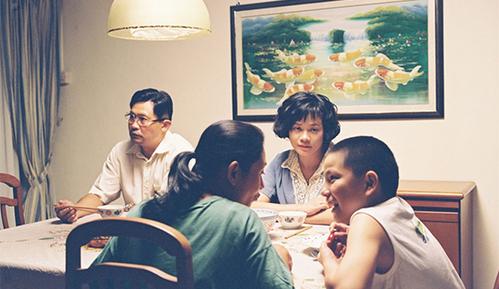 《爸妈不在家》家家有本难念的经,父母必看电影