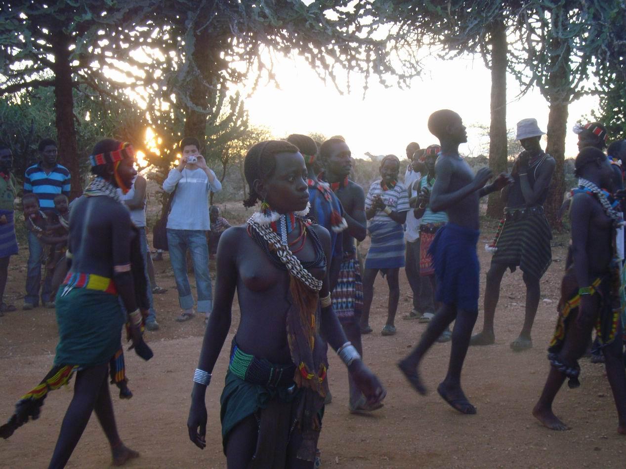 美女光着全身美女光着全身图片非洲开放女性非洲女人