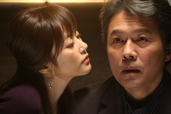 韩国电影 他的爸爸和女友发生关系的电影