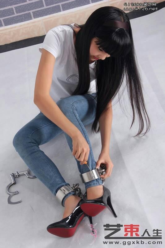 女犯带脚镣::戴脚镣的女犯人::猎奇女犯