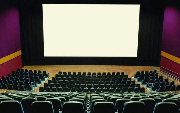电影院屏幕_为什么在家看电影没有电影院看电影的那种感觉呢?仅仅是因为屏幕小么