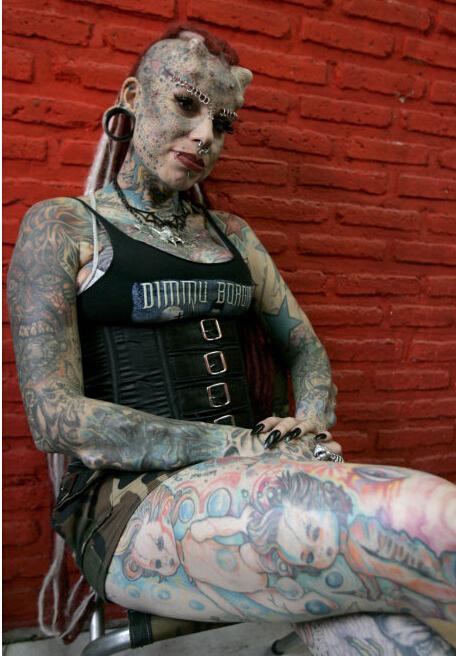 这个全身都是纹身的女人叫什么?