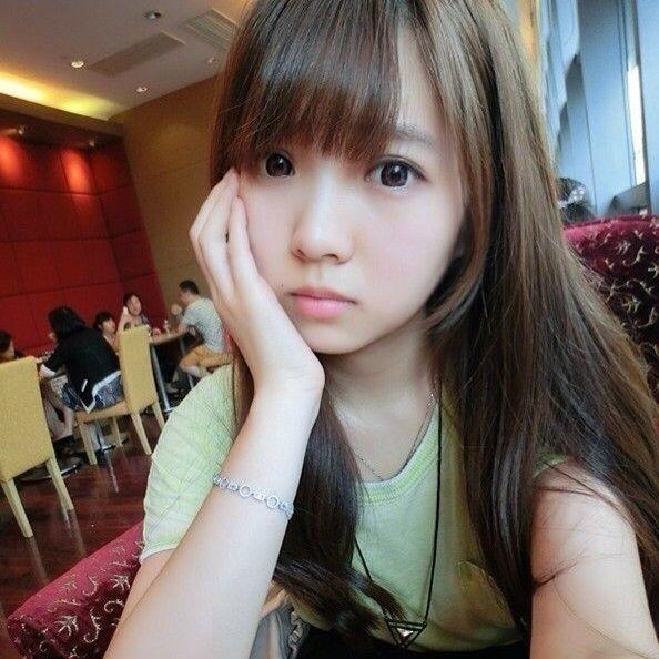 这个照片上的女生叫什么名字?