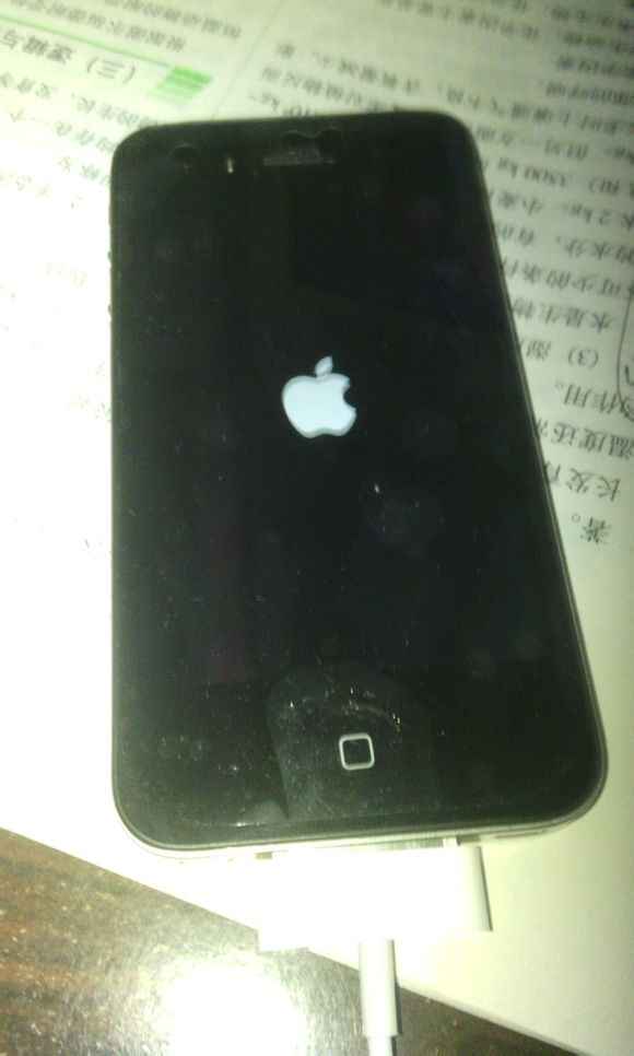 iphone4一直白苹果_iphone4 白苹果价格在哪里