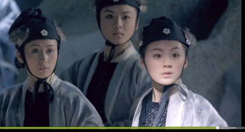 请问下面这个图片右边那个女的是赵丽颖吗?