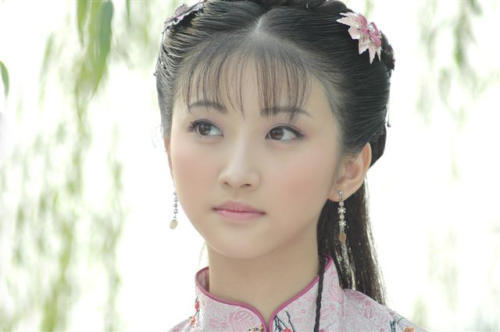 有谁知道这位美女叫什么名字吗