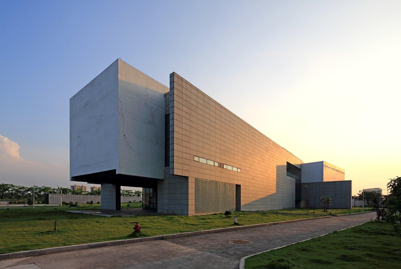 广州博物馆经过不断发展,现除镇海楼展区外,同时还有广州美术馆,三元图片