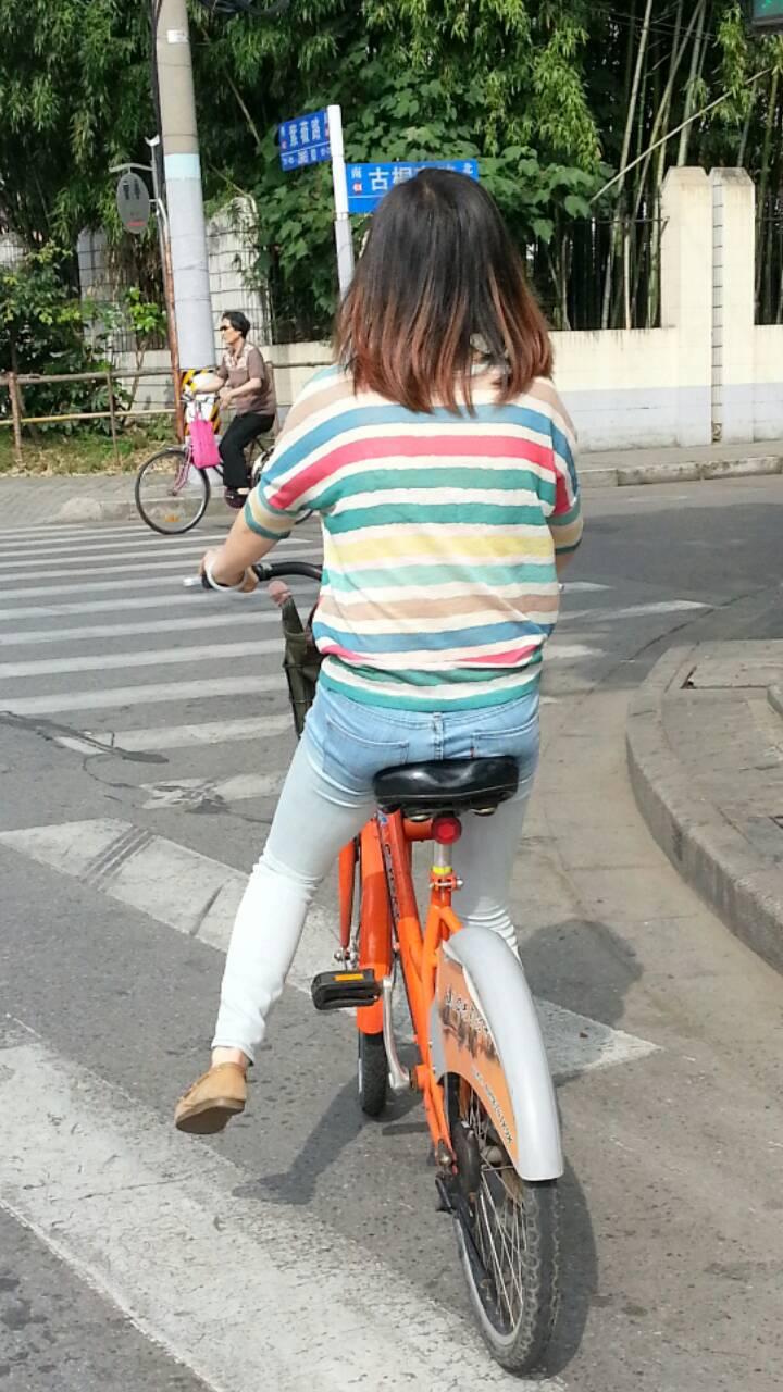 美女骑单车 好看吗?