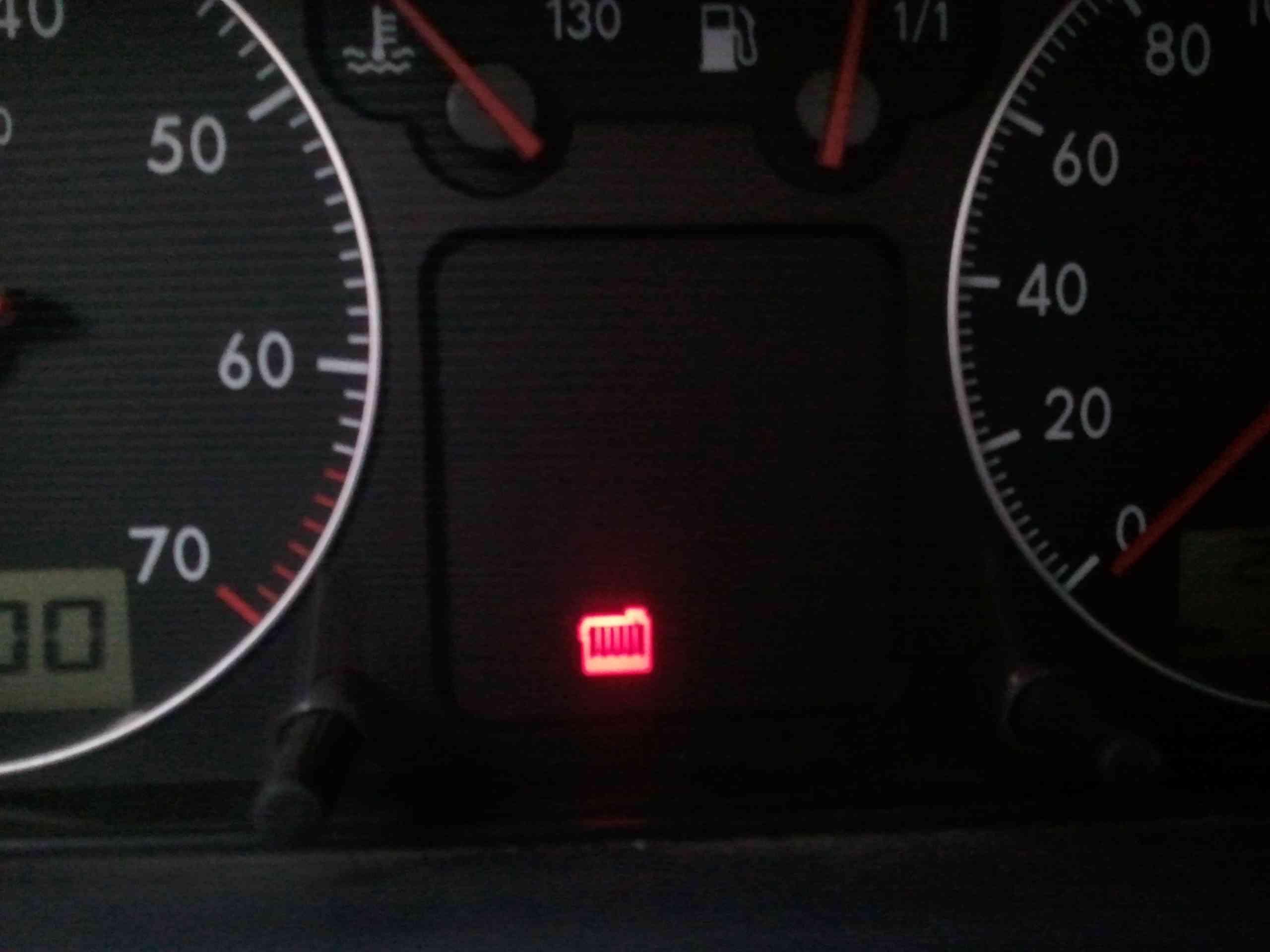 最近普桑仪表盘一直闪这个警示灯 最新汽车仪表盘警示灯组高清图片