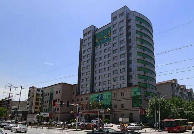 郑州金水区经三路红专路有个冰琼大厦吗