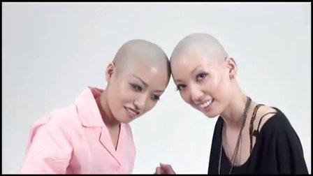 女孩剃光头_一方面很享受光头的舒适感,但是另一方面看到别的女孩子靓丽的长发