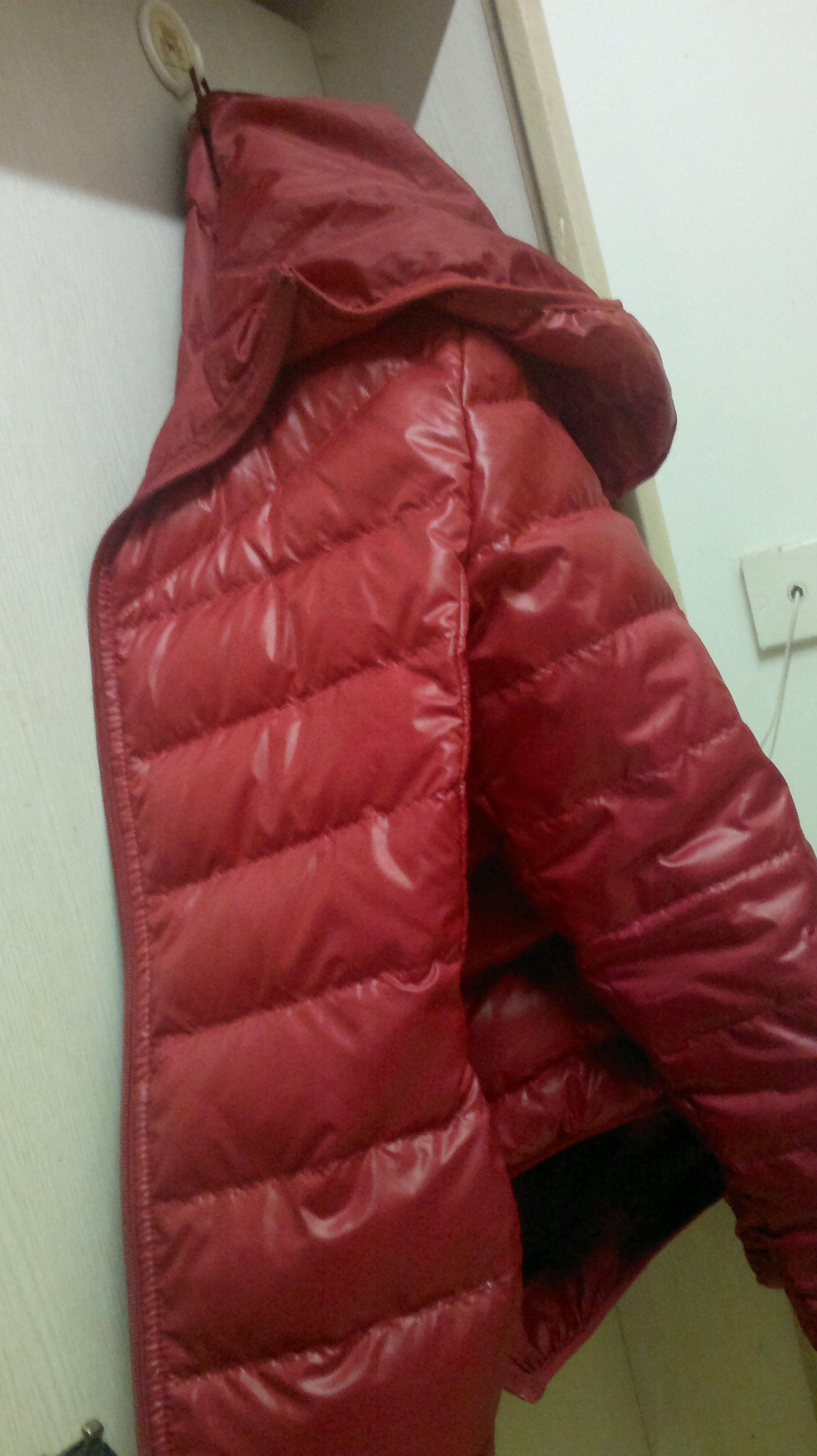 男士红色衣服配什么颜色样式的围巾好看图片