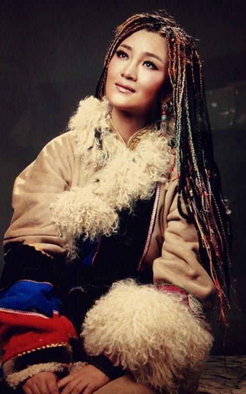 怎样评价藏族歌手降央卓玛?图片