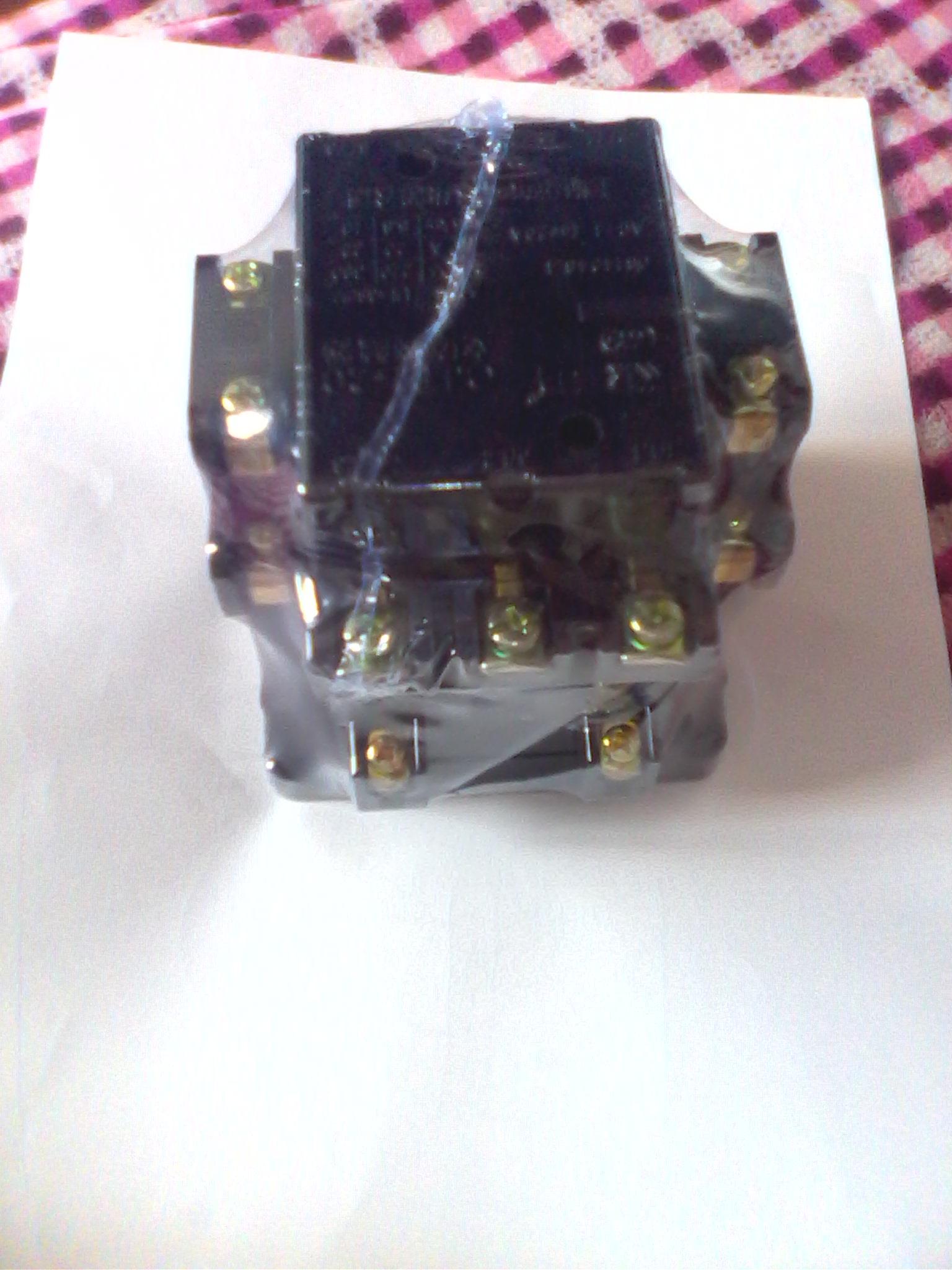 继电器和老款 220 v交流接触器以及跟一个开关的 接线 图高清图片