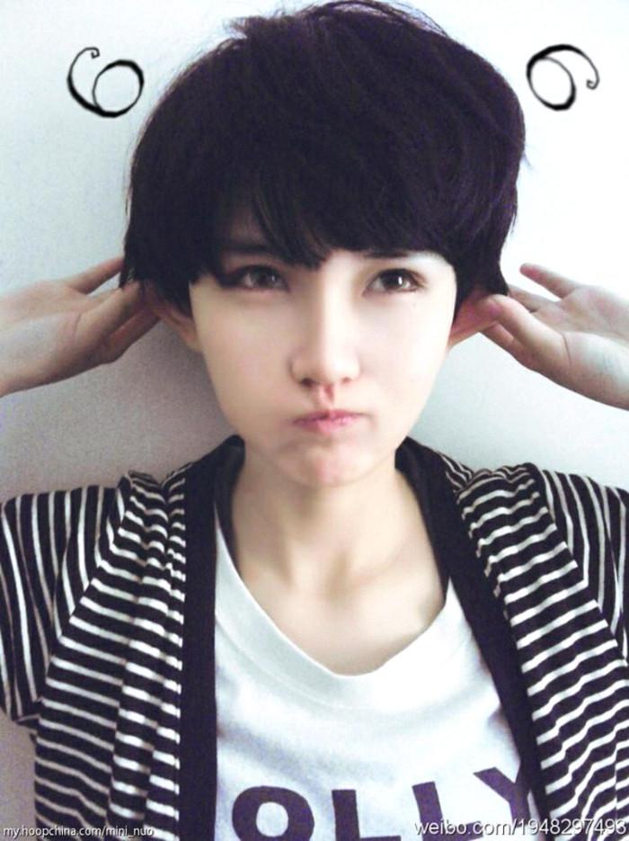 我是初中女生,现在学生让剪齐耳短发,要求是刘海齐眉图片