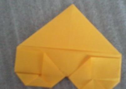 正方形的纸头怎么折成心形?图片