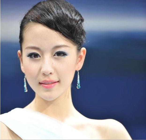 北京车展 这个美女车模叫什么?