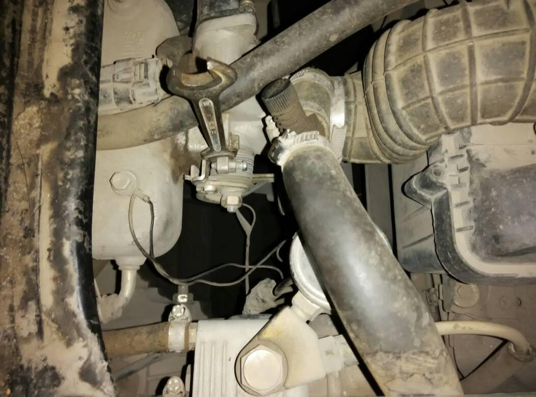 长安面包车储水瓶是不是就有一根管子连接水箱的图片