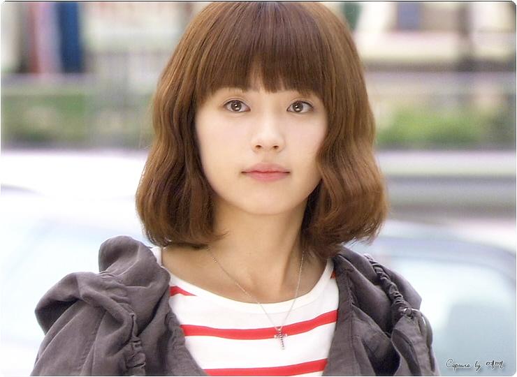 脸小且细长的二十岁出头女生应留什么发型比较好看