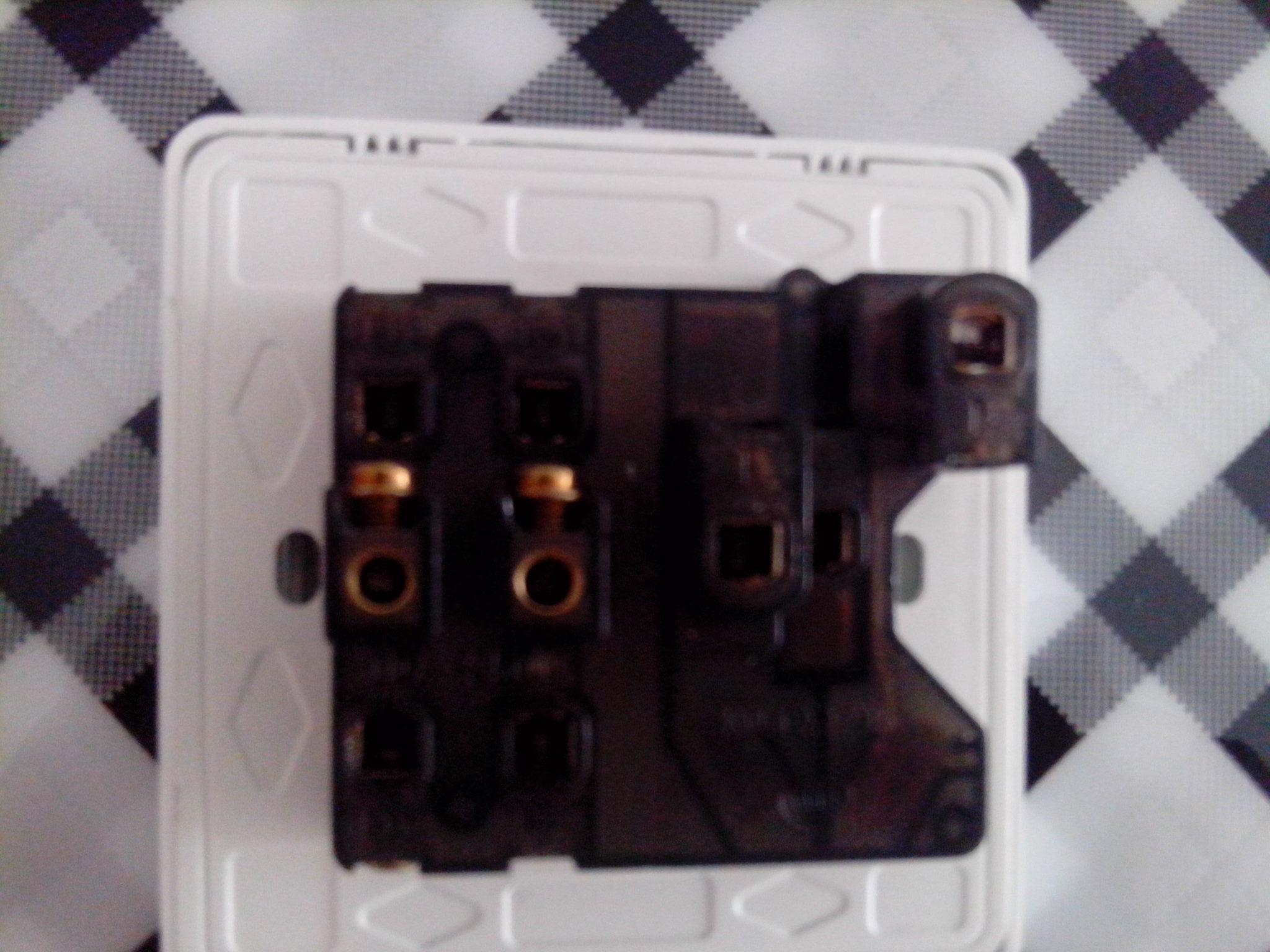 双开五孔插座的连接方式示意图高清图片