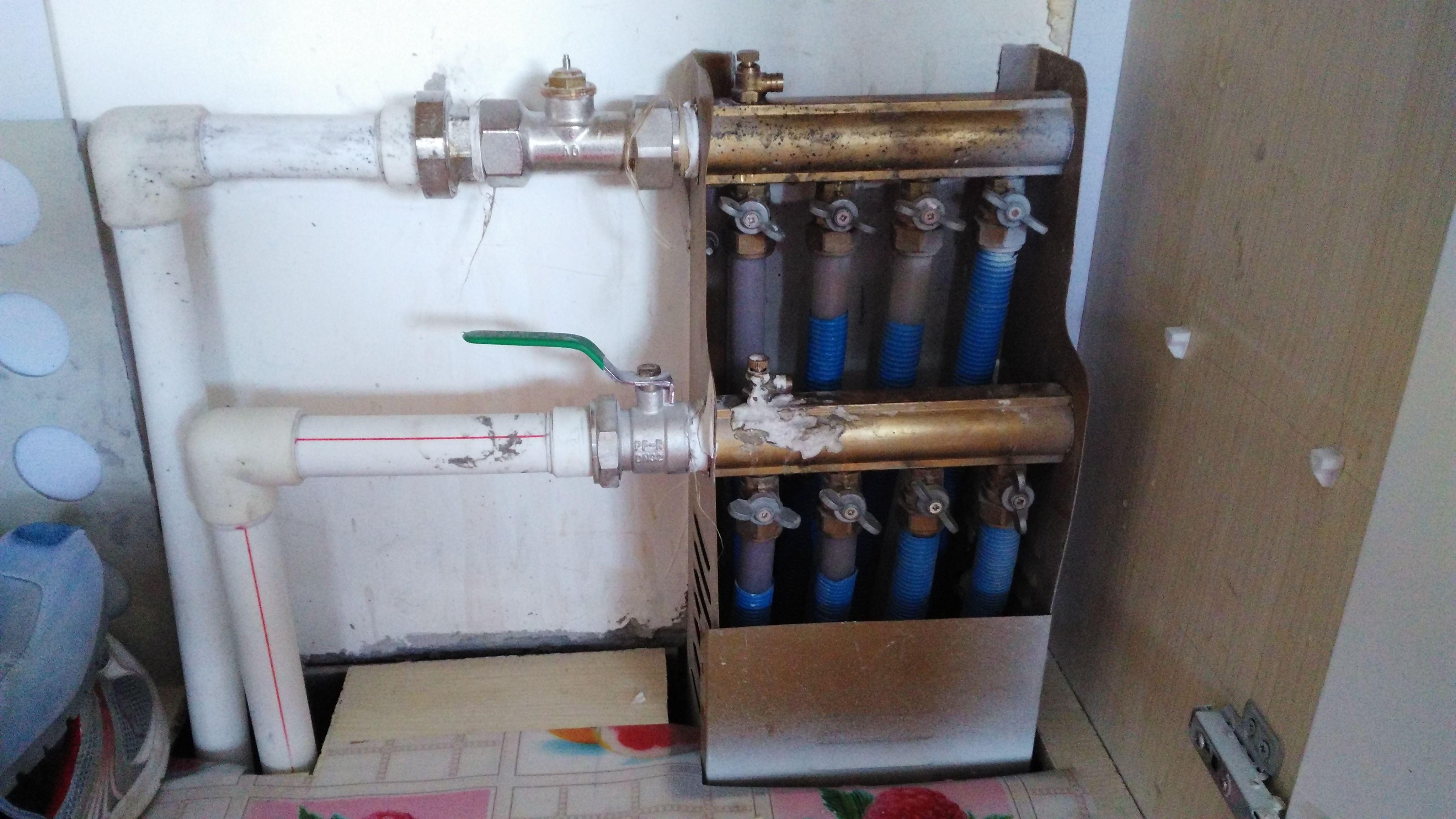 地暖图哪个是进水管?温控阀需要接电吗?图片